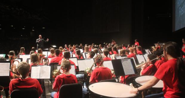 Middle School Honor Band 2019 performance with guest conductor