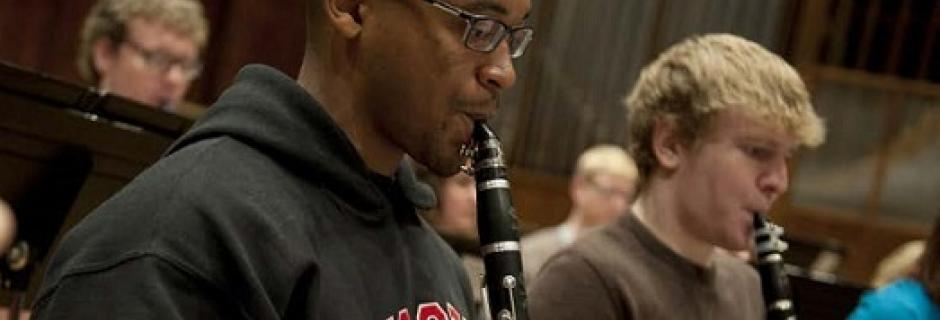 Two clarinetists rehearsing