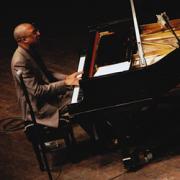 Xavier Davis, piano